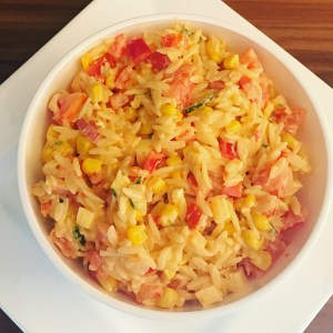 Kritharaki Salat eine leckere Grill Beilage