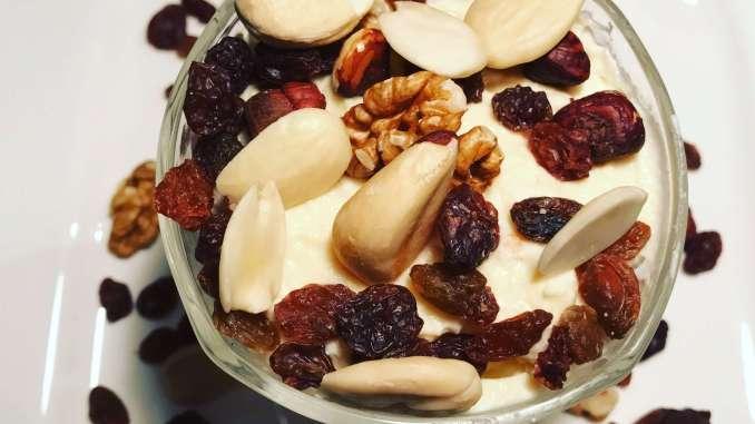 Honig Mandel Quark Dessert mit Crunch