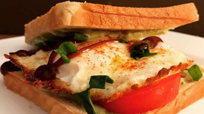 Avocado Spiegelei Käse Sandwich