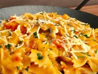One Pot Pasta mit Pilzen und Paprika