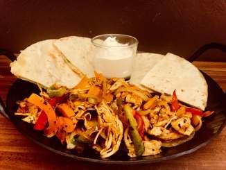 BBQ Chicken Fajita mit Quesadillas und Dip
