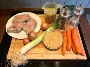 Wildlachs Steak auf Porree Karotten Gemüse mit Reis Zutaten