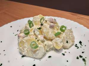 Pellkartoffelsalat mit Joghurt - Kartoffelsalat ohne Mayo