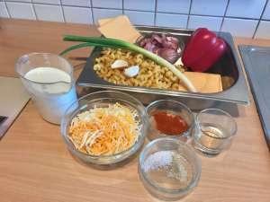 Nudel Auflauf mit Käsesoße und Schweinegeschnetzeltes Zutaten