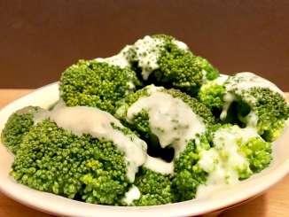Broccoli in heller Soße eine leckere Gemüsebeilage