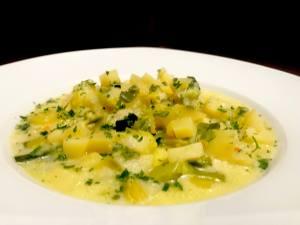 Vegetarische Porree Kartoffelsuppe Serviervorschlag