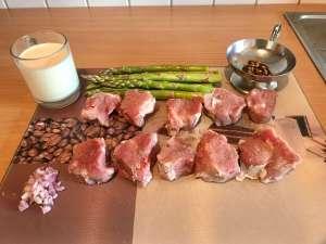Schweinemedaillons mit Pfeffer Sauce auf grünen Spargel Zutaten