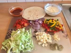 Vegetarische Tortilla Pfannen Pizza mit Feta Zutaten