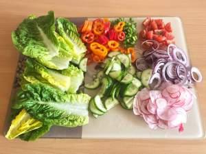 Bunter Beilagen Salat mit einfachen Dressing Vorbereitungen