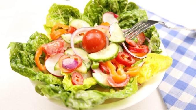 Frühlingssalat mit einfachen Dressing