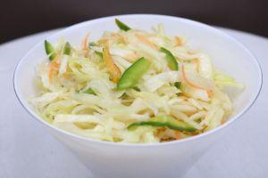 Krautsalat mit Karotten und Paprika