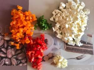 Vorbereitung Feta Frischkäse Dip mit Paprika und Chili
