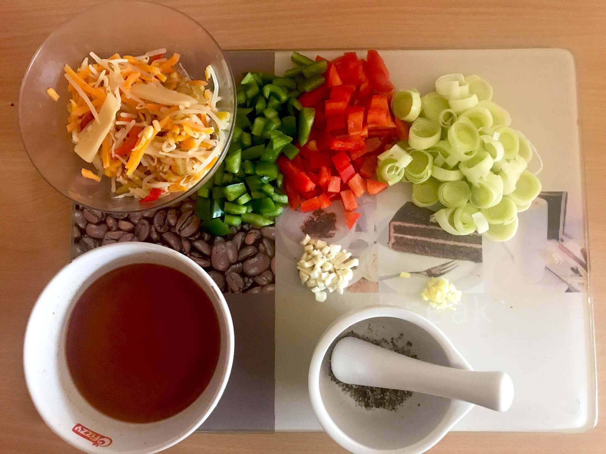 Vorbereitung Gebratene Mie Nudeln mit Teriyaki Gemüse