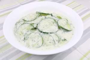 Salat Beilage Gurkensalat mit Saurer Sahne und Dill