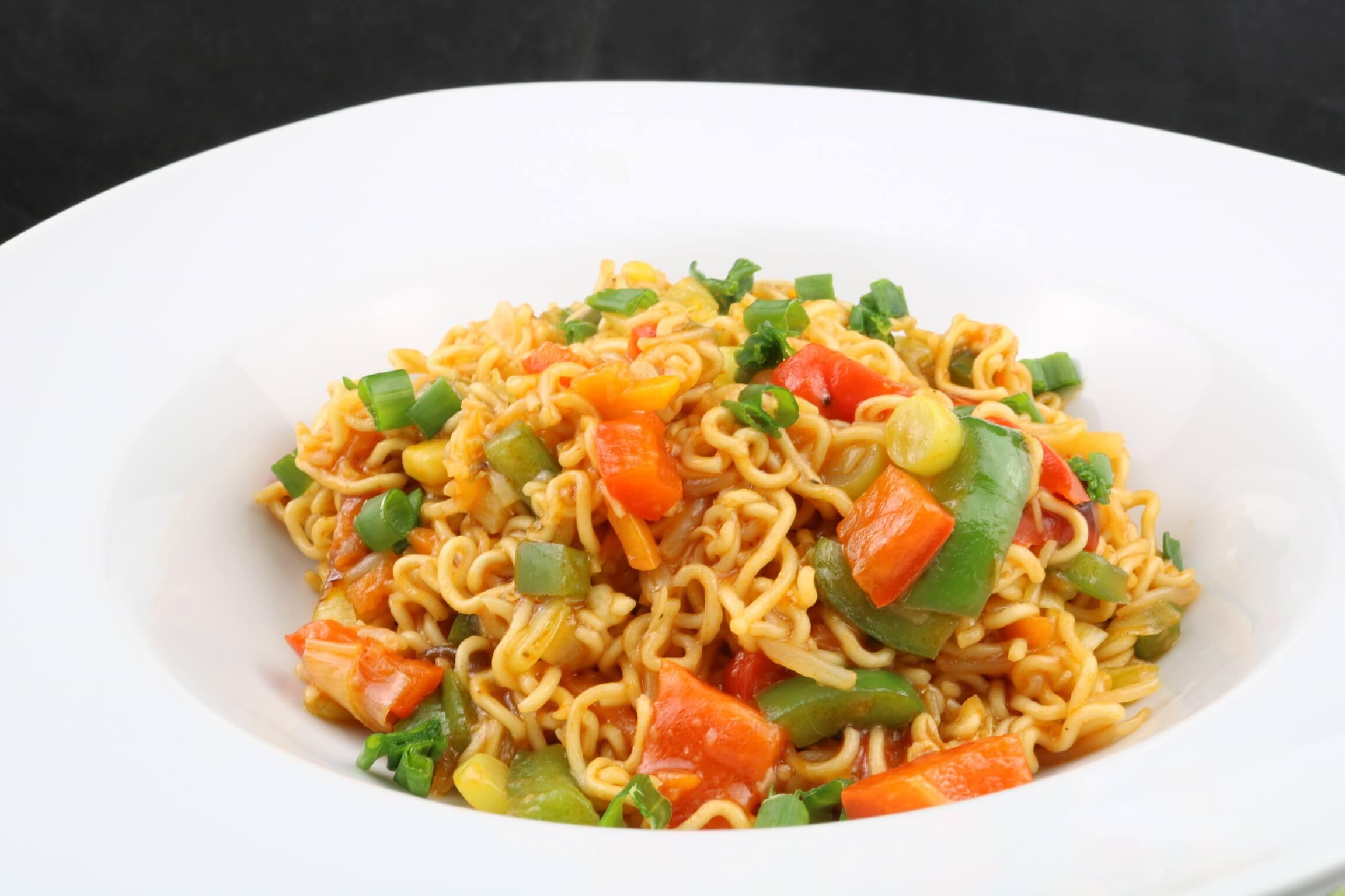 Serviervorschlag Gebratene Mie Nudeln mit Teriyaki Gemüse