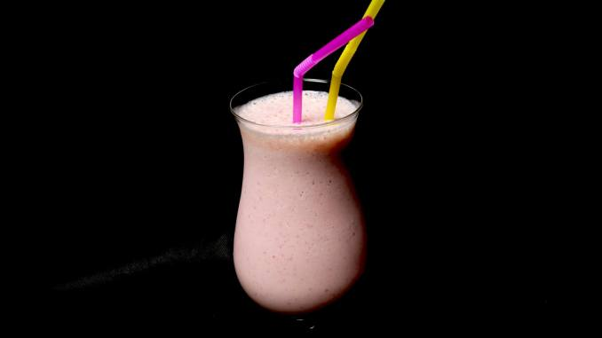 Serviervorschlag Erdbeeren Mango Milchshake