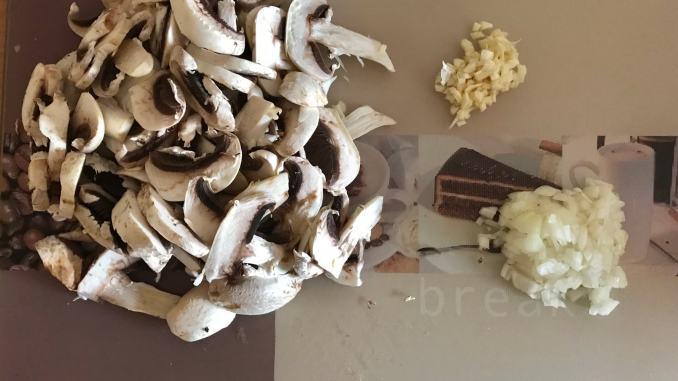 Vorbereitung Lammgeschnetzeltes mit Champignons