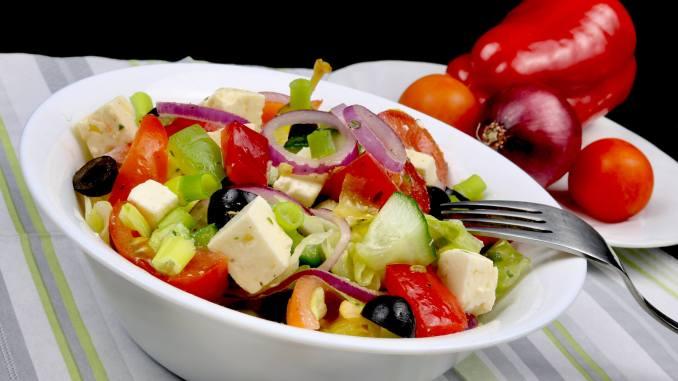 Salat Beilage Hirtensalat mit Kräuter Balsamico Dressing