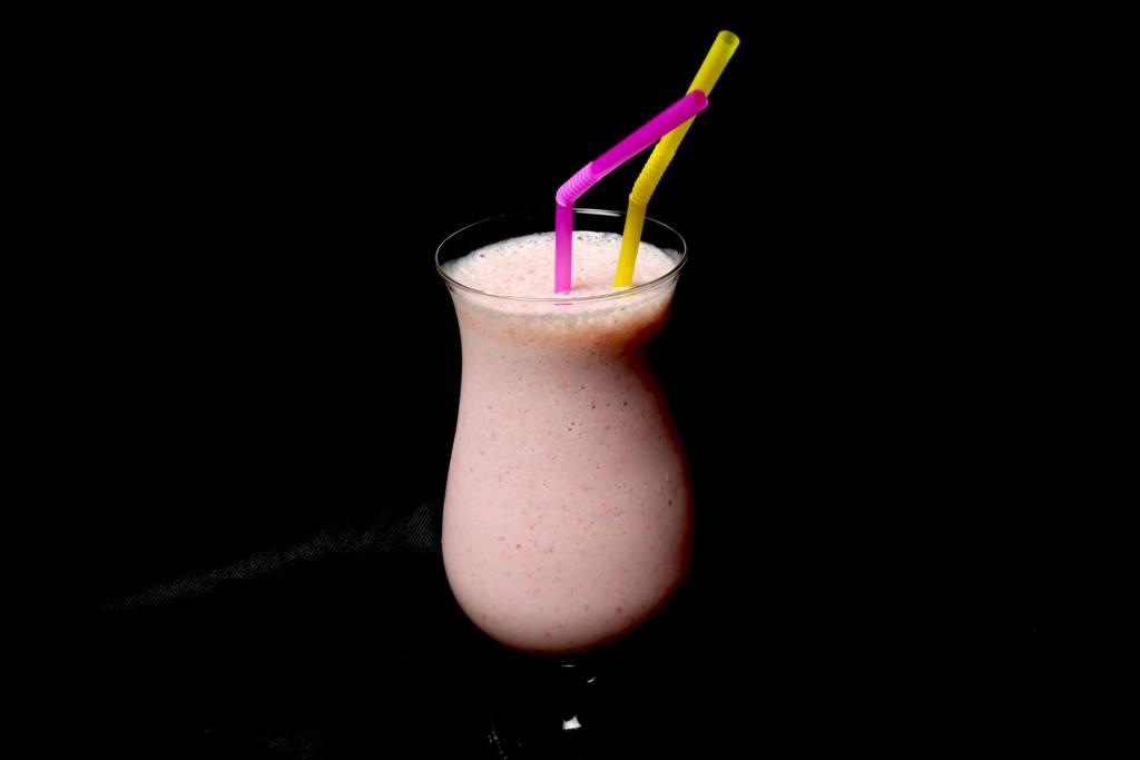 Erdbeeren Mango Milchshake
