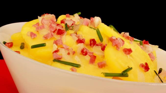 Serviervorschlag Kartoffelsalat mit Speck und Zwiebeln