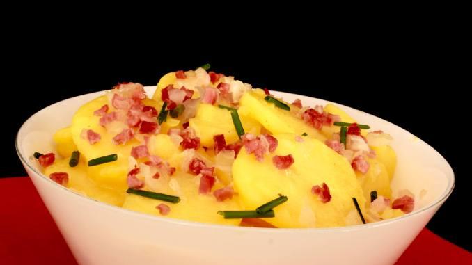 Grill Beilage Kartoffelsalat mit Speck und Zwiebeln