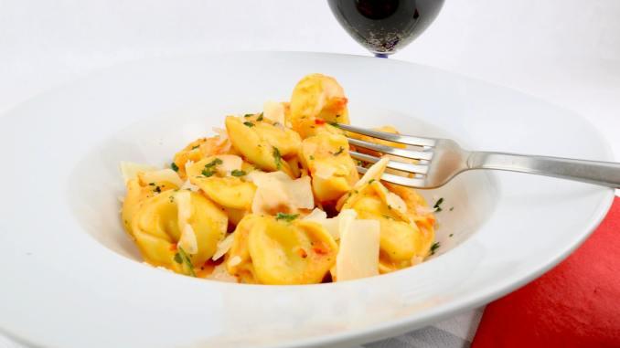 Tortellini in einer Pesto Calabrese Sahne Soße