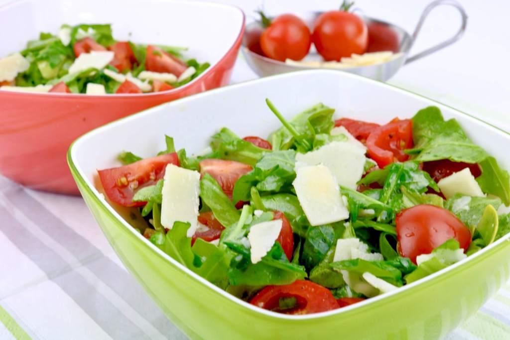 Rucola Parmesan Salat mit einem Balsamico Honig Dressing