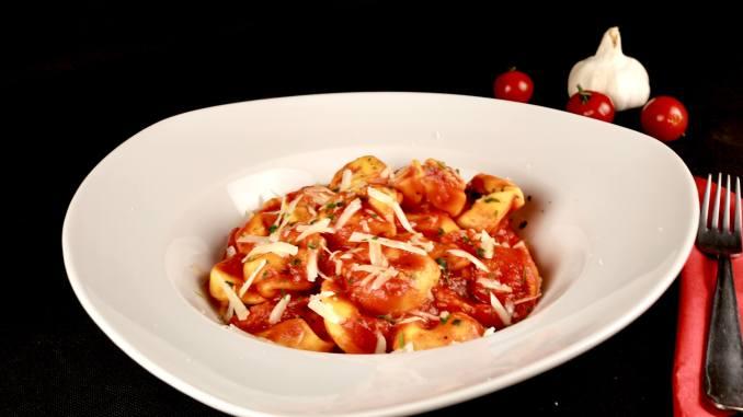 Tortellini in einer selbst gemachten Tomaten Soße