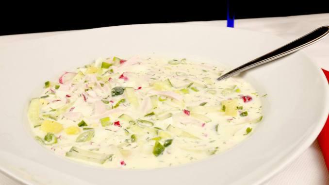 Okroschka eine köstliche kalte russische Suppe