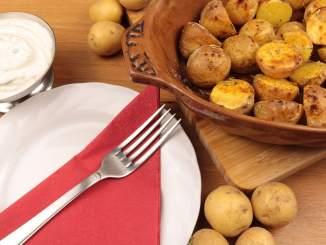 Rosmarin Kartoffeln mit Kräuter Joghurt Dip
