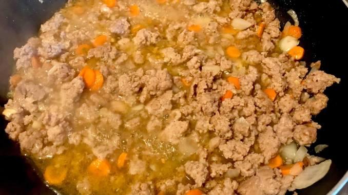 Einfache Zubereitung Pasta mit einer Hackfleisch Käse Sahne Soße