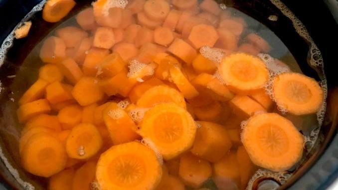 Gekochter süßer Karottensalat Zubereitung