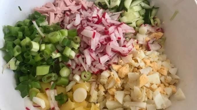Okroschka eine kalte russische Suppe Vorbereitungn