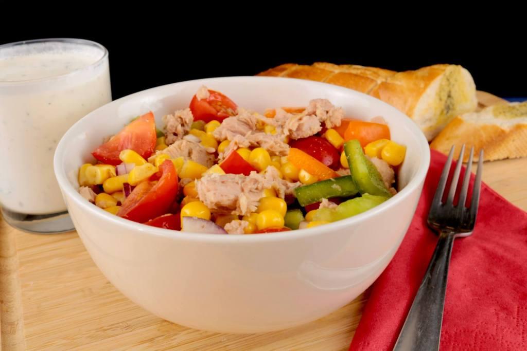 Thunfisch Salat mit Joghurt Dressing