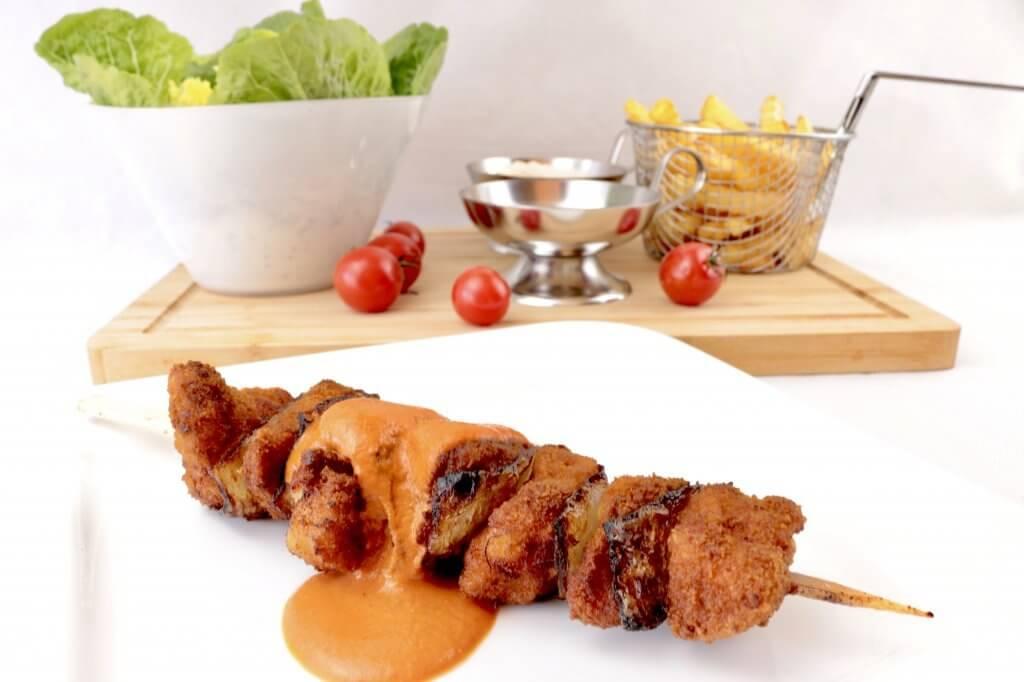 Panierte Fleischspieße mit scharfer Tomaten Sahne Soße einfach und lecker genießen