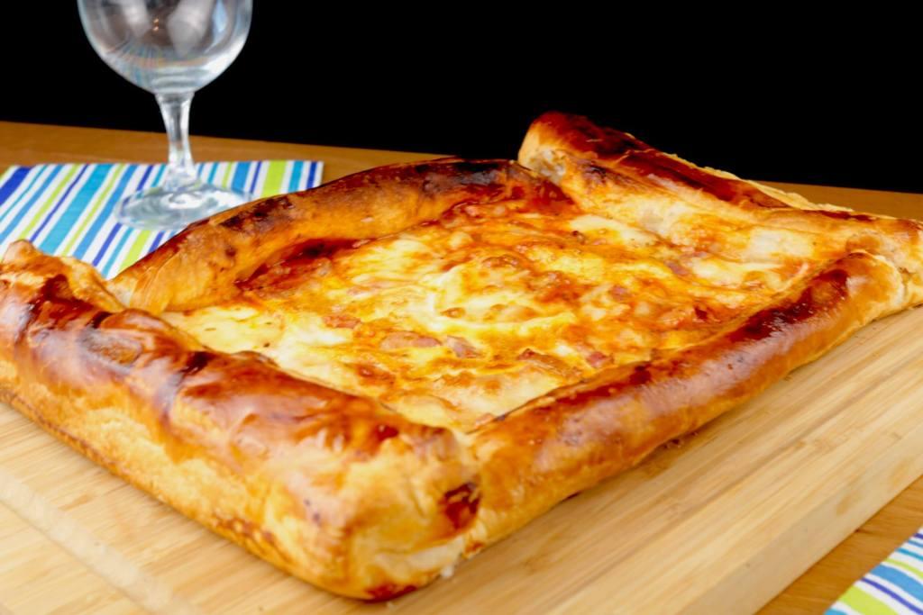 Serviervorschlag Blätterteig Pizza