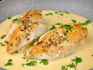 Serviervorschlag Hähnchenbrust in einer Knoblauch Parmesan Sauce