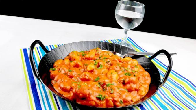 Einfache Gerichte Gnocchi in einer Tomaten Frischkäse Kräuter Sauce