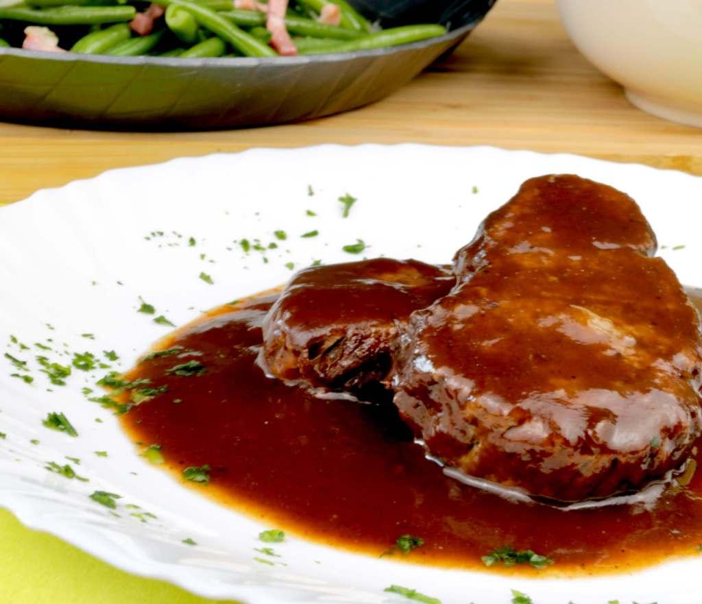 Rinderrollbraten mit Rotweinsauce