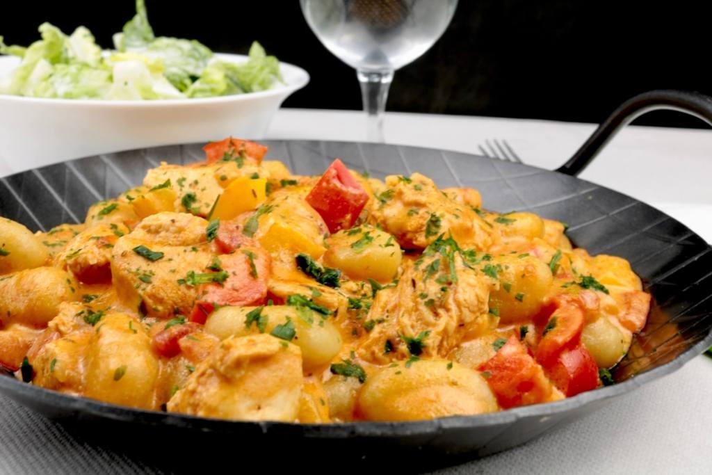 Serviervorschlag Paprika Hähnchen Gnocchi Pfanne