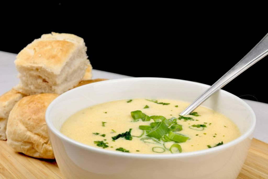 Einfacher Seelenwärmer Knoblauch Parmesan Suppe