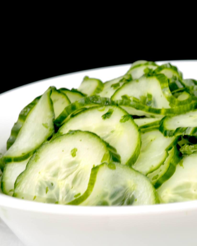 Serviervorschlag für einen Dänischer Gurkensalat