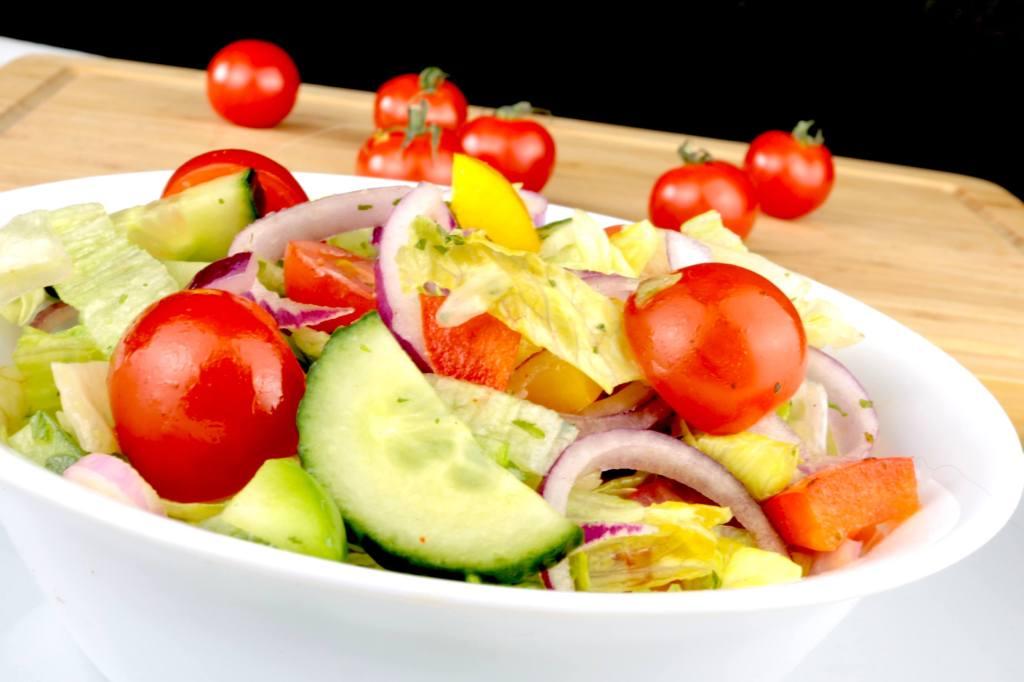 Grill Beilagen Salat mit Kräuter Dressing