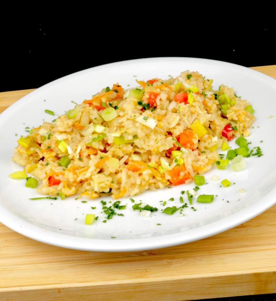 Serviervorschlag Gebratener Reis mit Ei und Gemüse