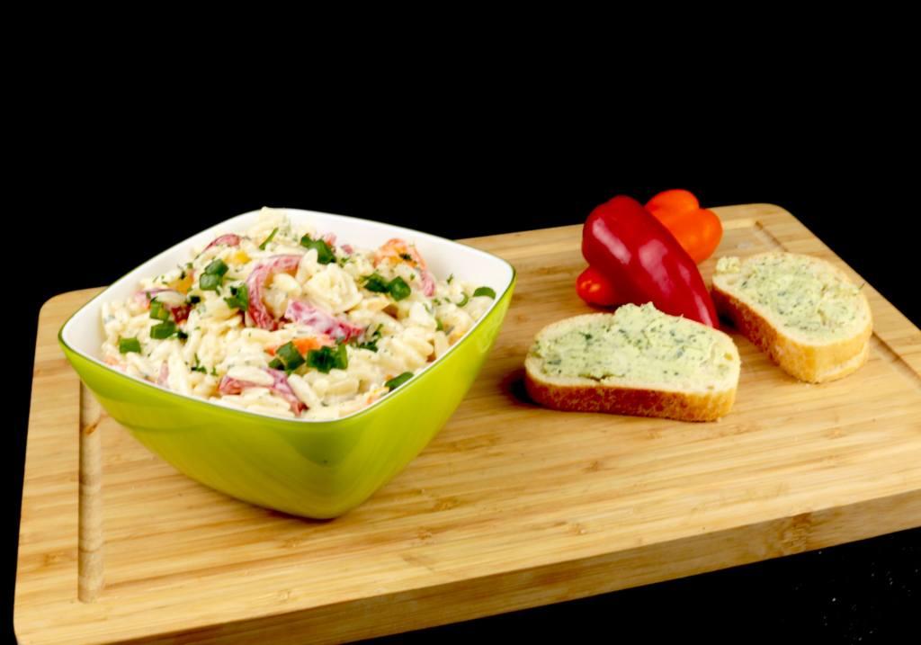 Kritharaki Paprika Salat eine einfache Grill Beilage