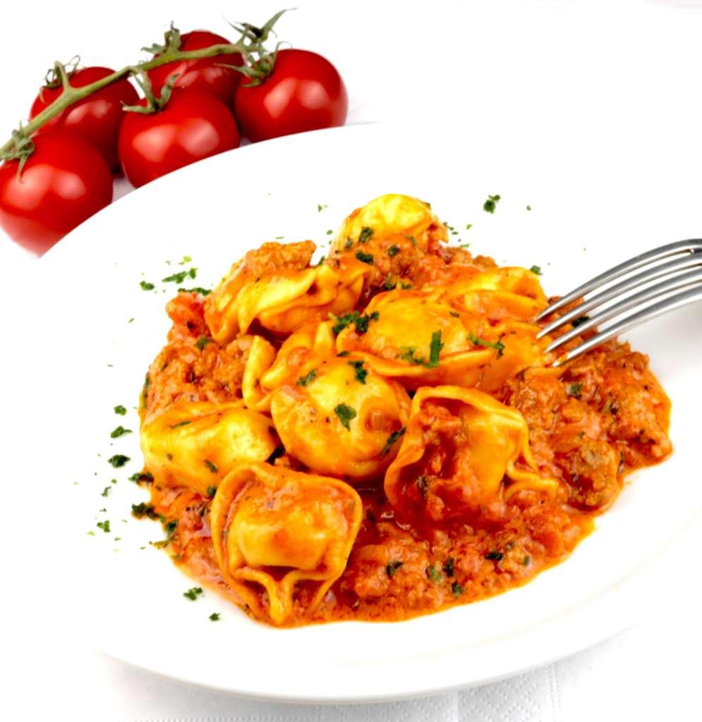 Serviervorschlag Tortellini Tomaten Hackfleisch Pfanne