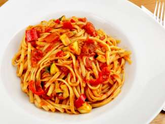 Tagliatelle mit einer Zucchini Tomatensauce