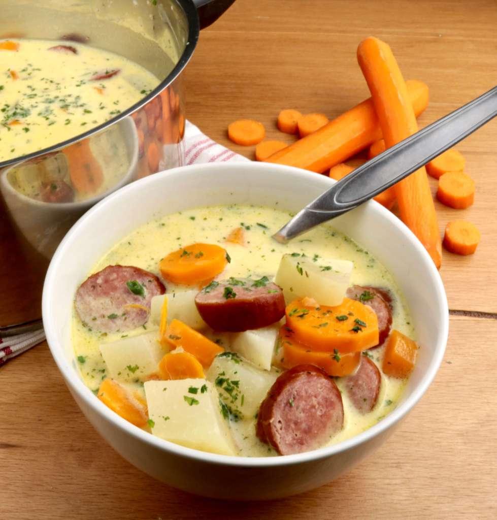 Kohlrabi Karotten Eintopf mit Cabanossi Serviervorschlag