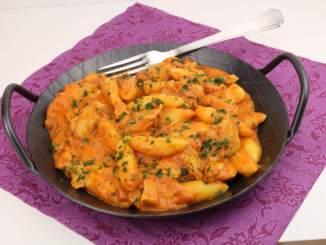 Schupfnudeln in einer Hähnchen Tomaten Frischkäse Sauce