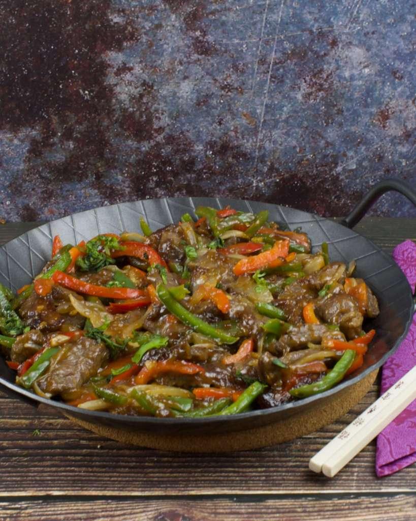 Würziges asiatische Fleisch Gericht